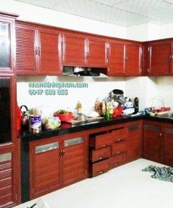các mẫu tủ bếp nhôm kính treo tường vân gỗ hcm