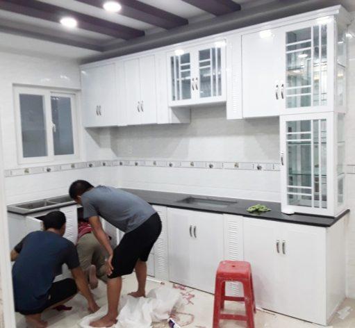 BÁN tủ bếp nhôm kính sơn tĩnh điện